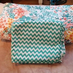 Reversible bedspread set